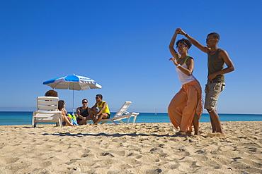 Young couple dancing salsa at beach, Playas del Este, Havana, Ciudad de La Habana, Cuba, West Indies