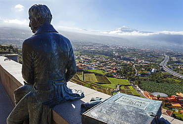 Sculpture of Humboldt, view from Mirador de Humboldt, viewpoint, view over the Orotava valley to Teide, 3718m, with snow, the island´s landmark, highest point in Spain, volcanic mountain, Tenerife, Canary Islands, Spain, Europe