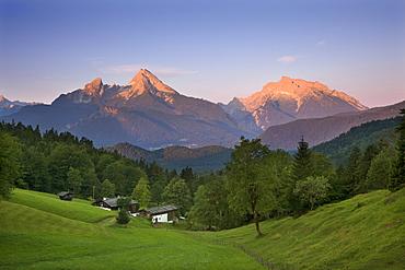 Farm in front of Watzmann and Hochkalter in the morning light, Berchtesgaden region, Berchtesgaden National Park, Upper Bavaria, Germany