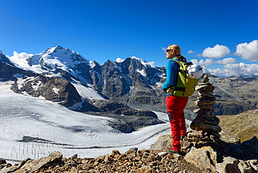 Woman at the summit of Piz Trovat (3146 m) with view to the Bernina-Alps with Bellavista (3922 m), Piz Bernina (4049 m), Piz Mor