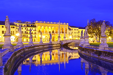 Loggia Amulea, Prato della Valle, Padua, Veneto, Italy