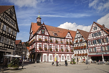 Half-timbered houses on the market square with city hall, Bad Urach, Swabian Alp, Baden-Wuerttemberg, Germany