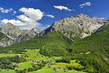 View to castle of Tarasp and Fontana with Sesvenna range in background, Lower Engadin, Canton of Graubuenden, Switzerland