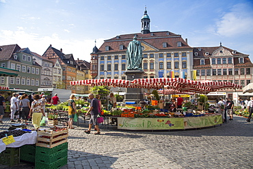 Farmers market on the market square with town hall, Coburg, Franconia, Bavaria, Germany