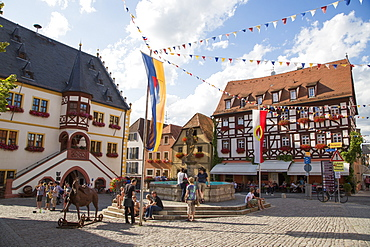 Street musicians and fountain on the market square, Volkach, Franconia, Bavaria, Germany
