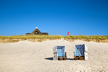 Beach chairs and thatched house, Kampen, Sylt Island, North Frisian Islands, Schleswig-Holstein, Germany