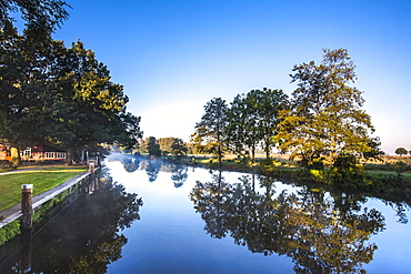 Morning light at the river Hamme, Worpswede, Teufelsmoor, Lower Saxony, Germany