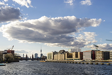 View of the river Spree, Kreuzberg, Friedrichshain, Alex and Oberbaum Bridge in the background, Berlin, Germany
