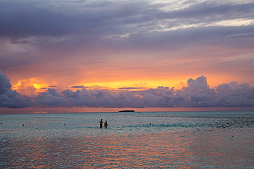 Couple bathing at Meeru Island Resort, Meerufenfushi, North-Male-Atoll, Maldives