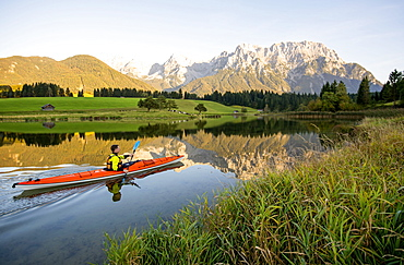 Paddler on the Schmalensee in front of the Karwendel range, Mittenwald, Germany