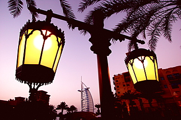 Madinat Jumeirah with Burg al Arab im Hintergrund, Dubai, United Arab Emirates, UAE