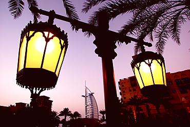 Madinat Jumeirah with Burg al Arab im Hintergrund, Dubai, United Arab Emirates, UAE