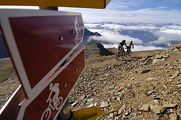 A couple riding mountain bikes in the mountains, Rothorn, Lenzerheide, Switzerland, Europe
