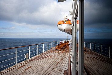 Promenade deck of the cruise ship Queen Mary 2, Transatlantic, Atlantic ocean