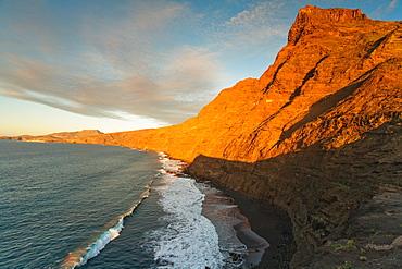 View at the steep coast, Faneque mountain and Fanaroque beach, Parque Natural de Tamadaba, West coast, Gran Canaria, Canary Islands, Spain, Europe