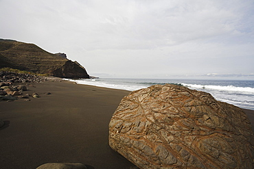 The lonesome beach of El Risco under clouded sky, Parque Natural de Tamadaba, West coast, Gran Canaria, Canary Islands, Spain, Europe