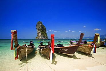 Boats anchored at beach, Ko Poda in background, Laem Phra Nang, Railay, Krabi, Thailand