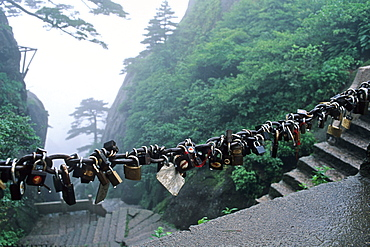 padlocks, locked and the key thrown down the mountain, symbol for couples to pledge faithfulness, mountain, Huang Shan, Anhui province, China, Asia, World Heritage, UNESCO