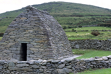 Gallarus Oratory, Dingle Peninsula, near Murreagh, County Kerry, Ireland