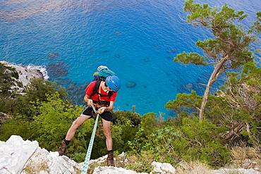 Man abseiling, Il Sentiereo Selvaggio Blu, Golfo di Orosei, Sardinia, Italy, MR
