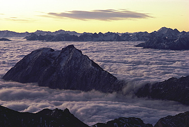 Summits in clouds, Panoramic view