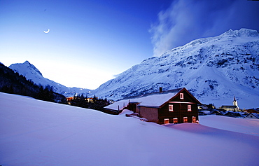 Farmhouse near Galtuer at dawn, Ballunspitze in the background, Galtuer, Tyrol, Austria