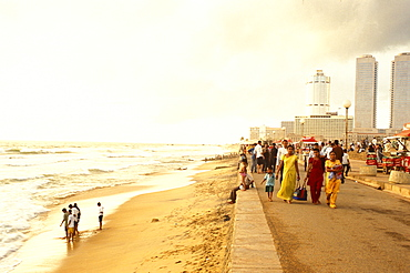 People on the beach and on the seaside promenade, Galle Face Green Beach, Colombo, Sri Lanka, Asia