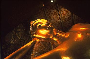 Lying buddha statue at Wat Pho temple, Bangkok, Thailand, Asia