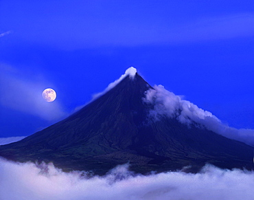 View at Mayon volcano at night, Legazpi, Luzon, Philippines, Asia