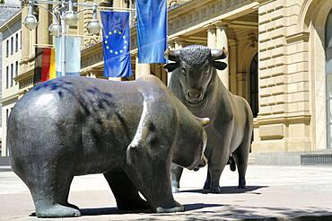 Bull and bear before Frankfurt Stock Exchange, Frankfurt, Hesse, Germany