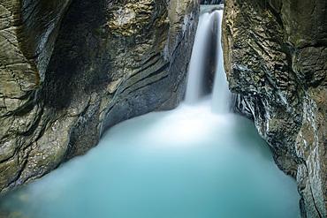 Gletscherbach flows through narrow Rosenlauischlucht, Gletscherschlucht Rosenlaui, Rosenlaui, Bernese Oberland, UNESCO World Natural Heritage Swiss Alps Jungfrau-Aletsch, Bernese Alps, Bern, Switzerland