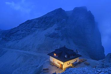 Hut Rifugio Forcella Pordoi at night, Sella Group, Dolomites, UNESCO World Natural Heritage Dolomites, Veneto, Veneto, Italy
