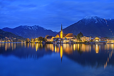 Tegernsee with Rottach-Egern at night, Bodenschneid and Wallberg in the background, Tegernsee, Upper Bavaria, Bavaria, Germany