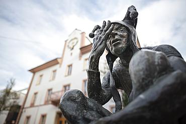 Juggler sculpture on the market square, Ehingen, Danube, Alb-Donau district, Baden-Württemberg, Germany