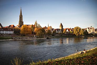 View from Neu-Ulm over the Danube to Ulm Minster and Metzgerturm, Ulm, Swabian Alb, Baden-Württemberg, Germany