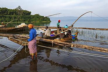 People unload the catch of sambaza fish caught by singing fishermen on Lake Kivu, Cyangugu, Kamembe, Western Province, Rwanda, Africa