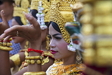 Traditional Cambodian dance performance at the Angkor Wat temple, Angkor Wat, near Siem Reap, Siem Reap Province, Cambodia, Asia