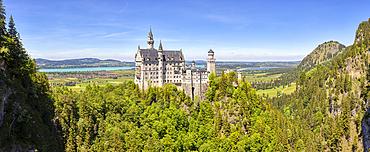 Neuschwanstein Castle from Marienbrücke, panorama, Bavarian Allgäu, Bavaria, Germany