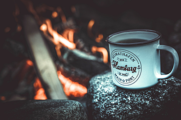 Cup of tea with Hamburg slogan in front of the log fire, Hamburg, Germany