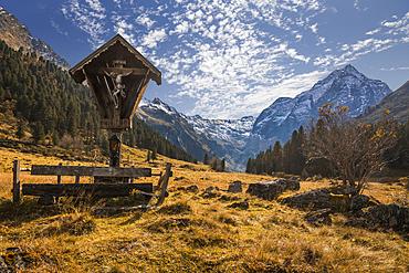 Marterl in Lüsenstal with Lüsener Fernerkogel (3,299 m), St. Sigmund im Sellrain, Stubai Alps, Tyrol, Austria