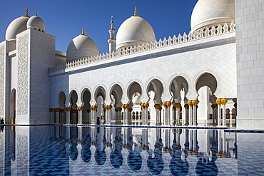 Reflection of the Sheikh Zayed Grand Mosque (Sheikh Zayed Bin Sultan Al Nahyan Grand Mosque) in a water basin, Abu Dhabi, Abu Dhabi, United Arab Emirates, Middle East