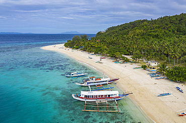 Aerial view of traditional Filipino Banca outrigger canoes on Nagosa Beach, Cobrador Island, Romblon, Romblon, Philippines, Asia