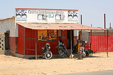 Angola; southern part of the province of Cunene; Roadside grocery store; on the national road EN110 near Xangongo