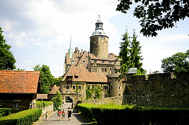 Tourists in front of Tschochau castle in the sunlight, Bohemian mountains, lower-Silesia, Poland, Europe