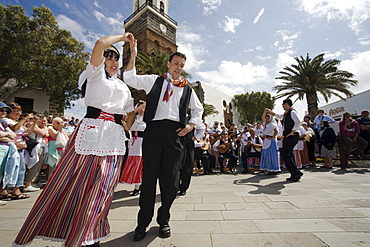 Folk dance on the market square at the sunday market, Teguise, Lanzarote, Canary Islands, Spain, Europe