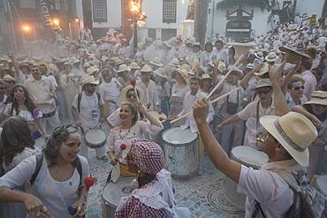 Drums at the talcum powder battle, local festival, revival of the homecoming for emigrants, Fiesta de los Indianos, Santa Cruz de La Palma, La Palma, Canary Islands, Spain, Europe