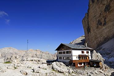 Rifugio Giussani hut, Tofana di Rozes, Tofane, Dolomites, Veneto, Italy