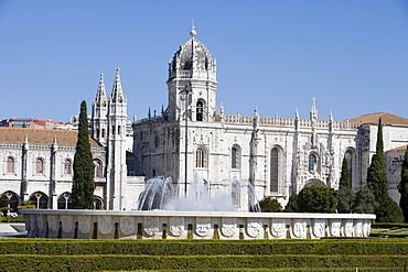 Fountain infront of Mosteiro dos Jeronimos Monastery, Belem, Lisbon, Lisboa, Portugal, Europe
