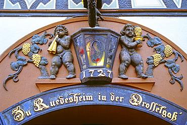 Entrance to a wine tavern, Drosselgasse, Ruedesheim, Rheingau, Rhine river, Hesse, Germany