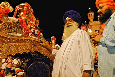 Golden Temple, men with turbans in front of palanquin for the Holy Book, Sikh holy place, Amritsar, Punjab, India, Asia